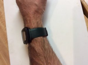 Piel Vacuno Dark Green soft leather band on a Pebble Time watch